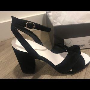 Size 6 - Brand New Ann Taylor Block Heel Black